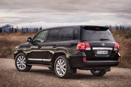 Toyota Land Cruiser V8 J20 Aussenansicht Heck schräg statisch schwarz