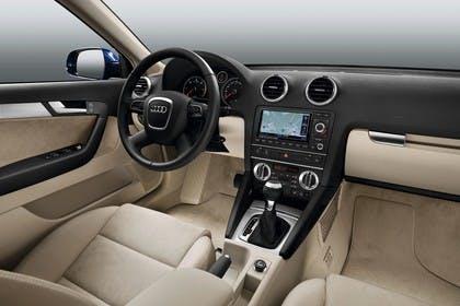 Audi A3 Sportback 8PA Innenansicht Beifahrerposition Studio statisch beige