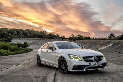 Mercedes-Benz CLS C218 CLS63 AMG Aussenansicht Front schräg statisch weiss