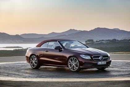 Mercedes-Benz E-Klasse Cabriolet A238 Aussenansicht Seite schräg statisch braun