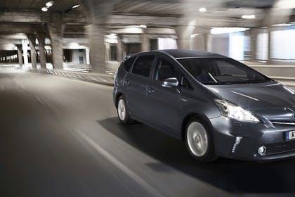 Toyota Prius+ XW30 Aussenansicht Front schräg dynamisch dunkelgrau