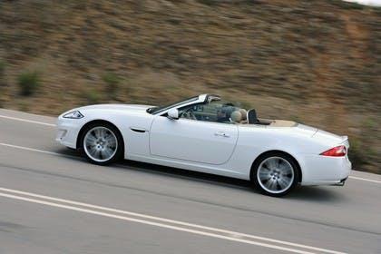 Jaguar XK Cabriolet X150 Aussenansicht Seite dynamisch weiß