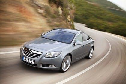 Opel Insignia A  Aussenansicht Front schräg dynamisch silber