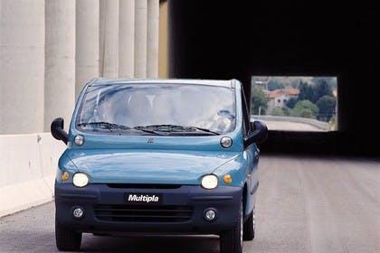 Fiat Multipla 186 Aussenansicht Front schräg dynamisch blau