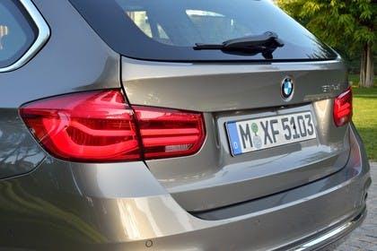 BMW 3er Touring F31 Aussenansicht Heck Detail Rückleuchten statisch silber