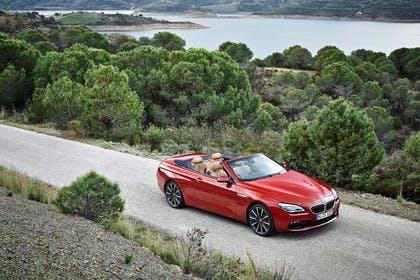 BMW 6er Cabrio F12 Aussenansicht Front schräg erhöht statisch rot