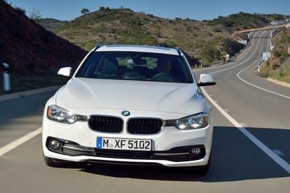 BMW 3er Touring F31 Aussenansicht Front dynamisch weiss