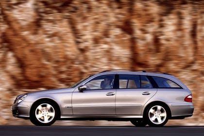 Mercedes Benz E-Klasse T-Modell (S211) Aussenansicht Seite dynamisch silber