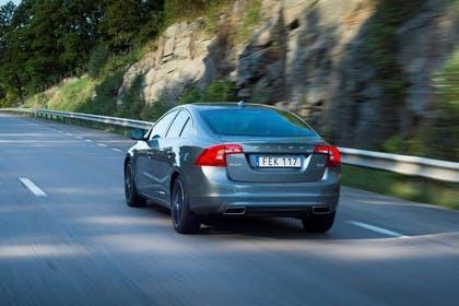 Volvo S60 F Aussenansicht Heck schräg dynamisch grau
