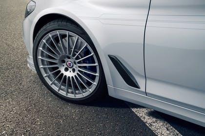 ALPINA D5 S G30 Aussenansicht Seite schräg statisch Detail Rad vorne links