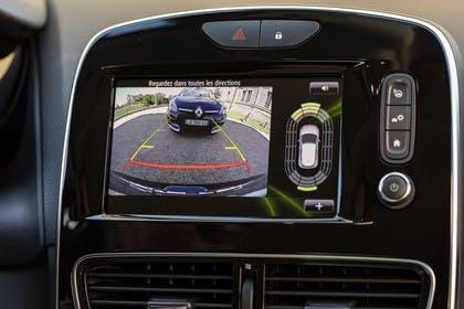 Renault Clio 4 Innenansicht statisch Detail Infotainmentbildschrim mit Rüchfahrkamera