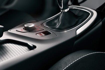 Opel Insignia G09 Sports Tourer Innenansicht Detail Mittelkosnole 6Gang statisch schwarz