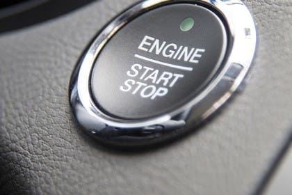 Ford Mondeo Limousine Mk5 Innenansicht Startknopf Detail