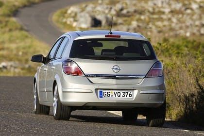 Opel Astra H 5Türer Aussenansicht Heck dynamisch silber