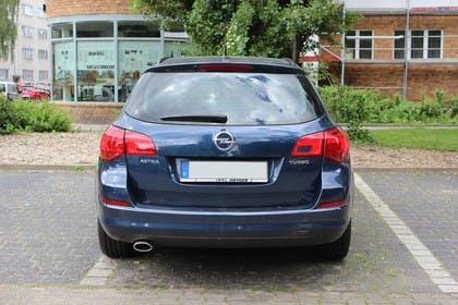 Opel Astra J Sports Tourer Aussenansicht Heck statisch blau