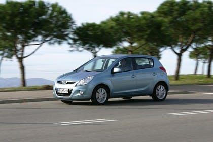 Hyundai i20 Aussenansicht Seite schräg dynamisch hellblau