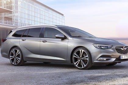 Opel Insignia B Sports Tourer Aussenansicht Seite schräg statisch silber