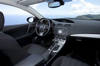 Mazda 3 Fünftürer BL Innenansicht Front statisch schwarz