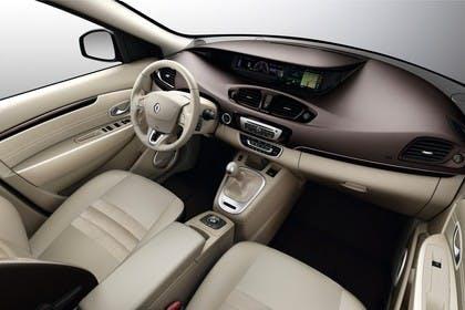 Renault Scenic JZ Facelift Innenansicht statisch Studio Vordersitze und Armaturenbrett beifahrerseitig
