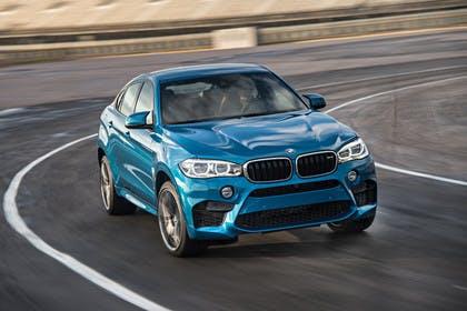 BMW X6 M F16 Aussenansicht Frond schräg dynamisch blau