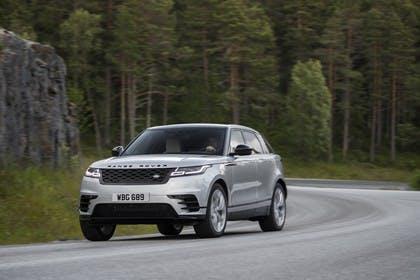 Land Rover Range Rover Velar Aussenansicht Front schräg dynamisch silber