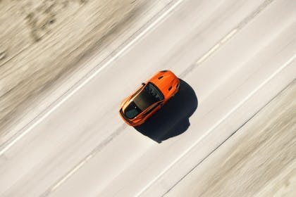 Jaguar F-Type SVR Coupé QQ6 Aussenansicht Draufsicht dynamisch orange