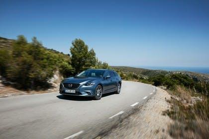 Mazda 6 Kombi GJ Aussenansicht Front schräg dynamisch blau