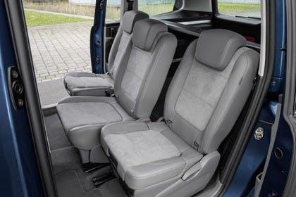 VW Sharan Innenansicht Rücksitzbank Schiebetüren geöffnet statisch hellgrau
