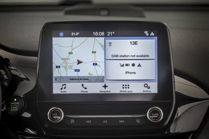 Ford Fiesta JHH Dreitürer Innenansicht statisch Detail Infotainmentbildschrim