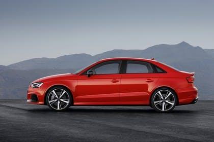 Audi RS3 Aussenansicht Seite statisch rot