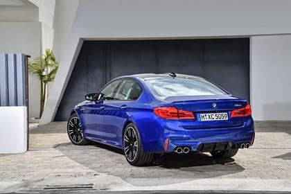 BMW M5 F90 Aussenansícht Heck schräg statisch blau