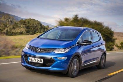 Opel Ampera-e Aussenansicht Front schräg dynamisch blau