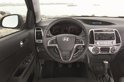 Hyundai i20 Innenansicht Fahrerposition statisch grau