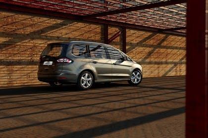Ford Galaxy WA6 Aussenansicht Seite schräg statisch grau