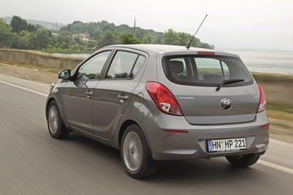 Hyundai i20 Aussenansicht Heck schräg dynamisch grau