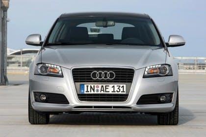Audi A3 Sportback 8PA Aussenansicht Front statisch silber