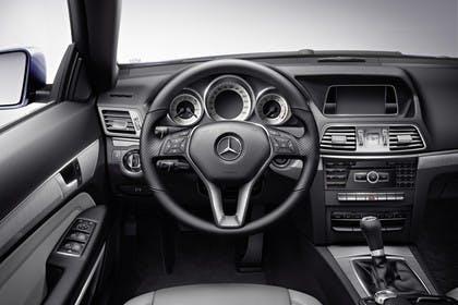 Mercedes E-Klasse W212 Innenansicht Fahreransicht statisch schwarz
