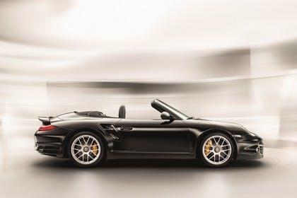 Porsche 911 Carrera Turbo Cabriolet 997.2 Aussenansicht Seite schräg statisch Studio schwarz