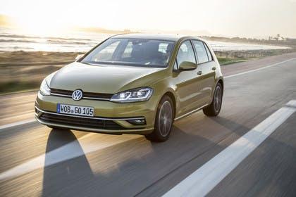 VW Golf 7 Facelift Aussenansicht FRont schräg dynamisch gold