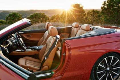 BMW 6er Cabrio F12 Aussenansicht Seite Tür geöffnet statisch rot