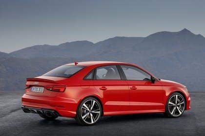 Audi RS3 Aussenansicht Seite schräg statisch rot