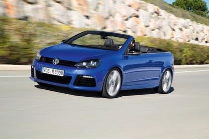VW Golf 6 R Cabriolet Aussenansicht Front schräg dynamisch blau
