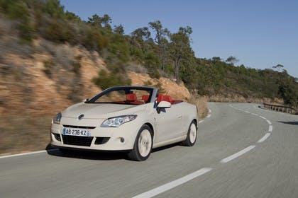 Renault Mégane CC Z Aussenansicht Front schräg dynamisch beige