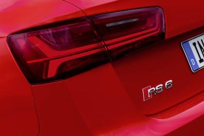 Audi RS6 Avant C7 Aussenansicht HEck Detail Rückleuchte statisch rot