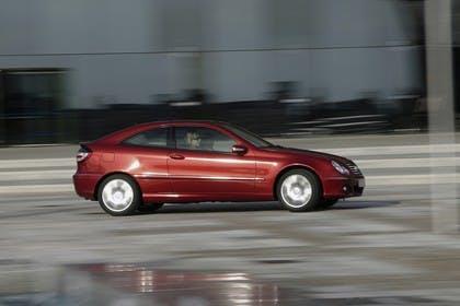 Mercedes C-Klasse Sportcoupe W203 Aussenansicht Seite dynamisch rot