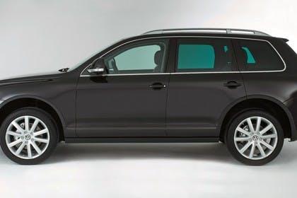 VW Touareg 7L Facelift Aussenansicht Seite statisch Studio schwarz