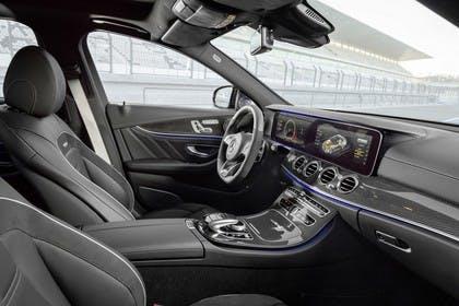 Mercedes-AMG E 63 W213/S231 Innenansicht Beifahrerposition statisch schwarz