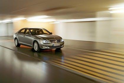Mercedes-Benz S-Klasse W221 Aussenansicht Front schräg dynamisch beige
