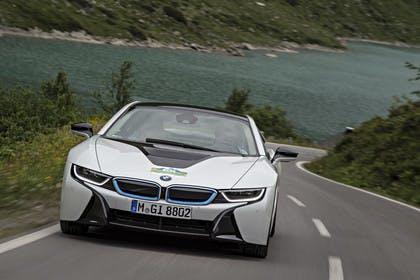 BMW 18 Aussenansicht Front dynamisch weiss