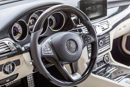 Mercedes-Benz CLS C218 Innenansicht Detail Fahrerposition statisch beige schwarz